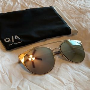 "Quay Australia ""Tell Me Why"" Rose Gold Sunnie's"